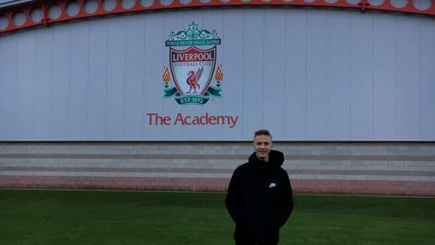 Oliwier Zych przy Akademii Piłkarskiej Liverpoolu.