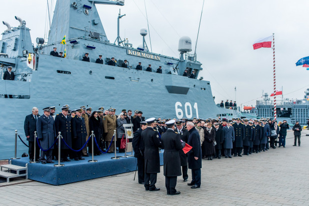 Uroczystość podniesienia bandery i przyjęcia do służby najnowszego polskiego niszczyciela min ORP Kormoran.