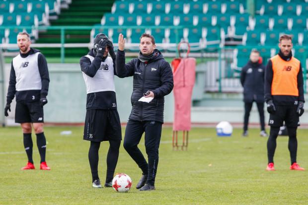 Dobre zimowe przygotowania Lechii mogą okazać się dla zespołu Adama Owena (w środku) ważniejsze niż transferowe wzmocnienia.