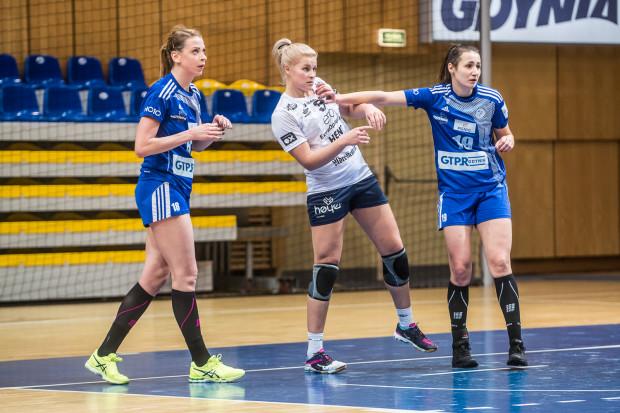 Joanna Kozłowska (z prawej) zdobyła 12, a Aleksandra Zych (z lewej) 8 bramek. To one poprowadziły GTPR Gdynia do zwycięstwa w Elblągu.