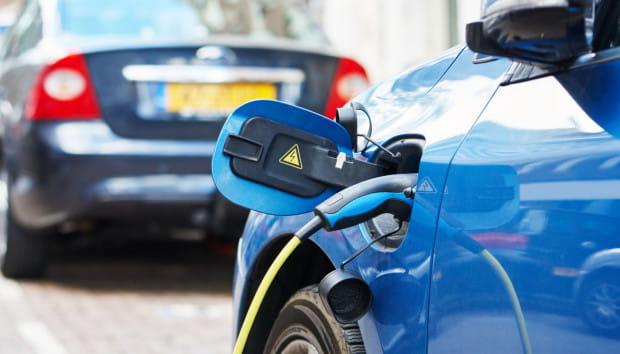 Dzięki ustawie już za 7 lat na polskich drogach obecnych ma być co najmniej milion aut elektrycznych. W całym 2016 r. w Polsce zarejestrowano ich 556, zaś do końca II kw. 2017 r. - 203.