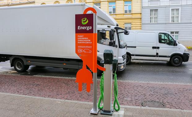 W najbliższych latach w Trójmieście powstanie ponad 300 punktów ładowania aut elektrycznych. W ustawie nie ma żadnych zapisów dotyczących cen za ładowanie.