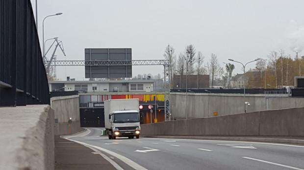 Ogrzewanie jezdni w pierwszej kolejności zostanie wykonane na prawym pasie wyjazdu z tunelu na rondo przy Marynarki Polskiej.