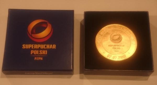 Medal Arki za Superpuchar Polski został zlicytowany za 2660 zł. Na aukcjach WOŚP wciąż jest jednak sporo atrakcyjnych gadżetów przekazanych przez trójmiejskich sportowców.