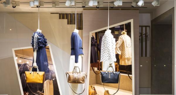 Klienci oczekują wyjątkowych doświadczeń i otwartej komunikacji z marką. Chcą być zaskakiwani aranżacją przestrzeni, odpowiednio dobranym zapachem i wydarzeniami, które uatrakcyjnią tradycyjne zakupy.