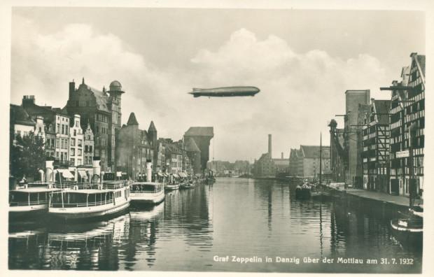 """""""Graf Zeppelin"""" nad Motławą, 31 lipca 1932 r. (ze zbiorów Krzysztofa Gryndera)."""