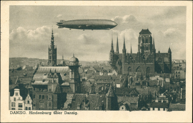 """""""Hindenburg"""" nad Gdańskiem, 27 marca 1936 r. Najprawdopodobniej fotomontaż (ze zbiorów Krzysztofa Gryndera)."""