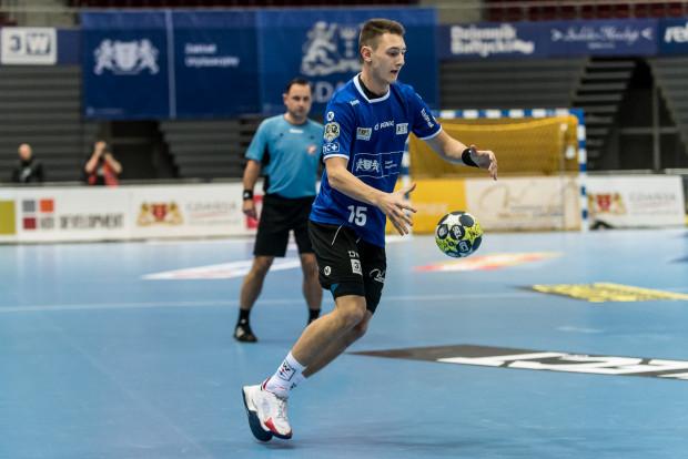 Niespodziewanie to Krzysztof Komarzewski był najskuteczniejszym piłkarzem ręcznym Wybrzeża Gdańsk w meczu z Gwardią Opole.