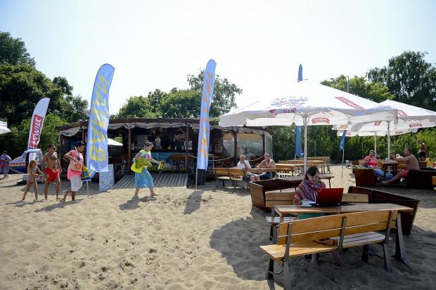 Jeden z punktów gastronomicznych na plaży w Brzeźnie.