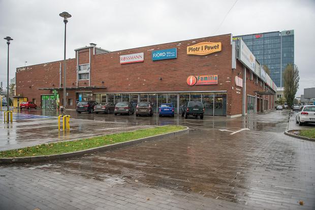 Centrum Handlowe Familia otwarte zostało w listopadzie 2008  roku. Wielu mieszkańców Gdańska pamięta, że w tym miejscu  przed przeprowadzką na Matarnię, działała IKEA.