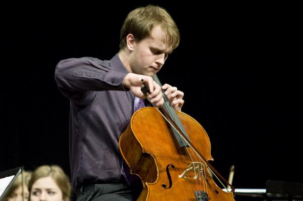 W piątek 23 lutego Maciej Kułakowski, wraz z Orkiestrą Polskiej Filharmonii Bałtyckiej, zagra Koncert Wiolonczelowy nr 2 D-dur J. Brahmsa.