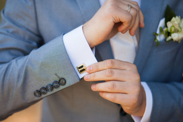 Ślub jak i inne dzienne uroczystości wymaga odpowiednio oficjalnego stroju, którym podkreślmy rangę wydarzenia.