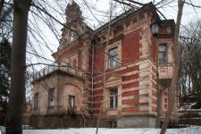 Willa Sobótki niegdyś była znaną restauracją i siedzibą loży masońskiej.