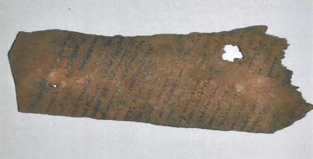 Biblia Gdańska - porwana została na paski i wrzucona do latryny.