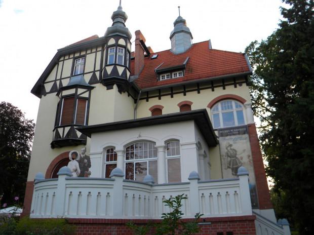 Do zabytkowej Willi Ernsta Claaszena, czyli siedziby Muzeum Sopotu warto wybrać się w niedzielę w godz. 10-17, kiedy wstęp na wystawy jest bezpłatny.