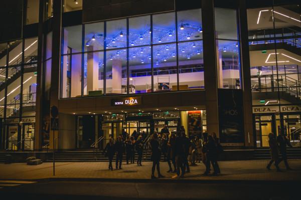 """Zmiany w cenniku Teatru Muzycznego w Gdyni dotyczną produkcji na Dużej Scenie. Bilety na starsze spektakle kosztować będą tyle co inne, za wyjątkiem """"Notre Dame de Paris"""", """"Wiedźmina"""" oraz """"Koncertów Sylwestrowych""""."""