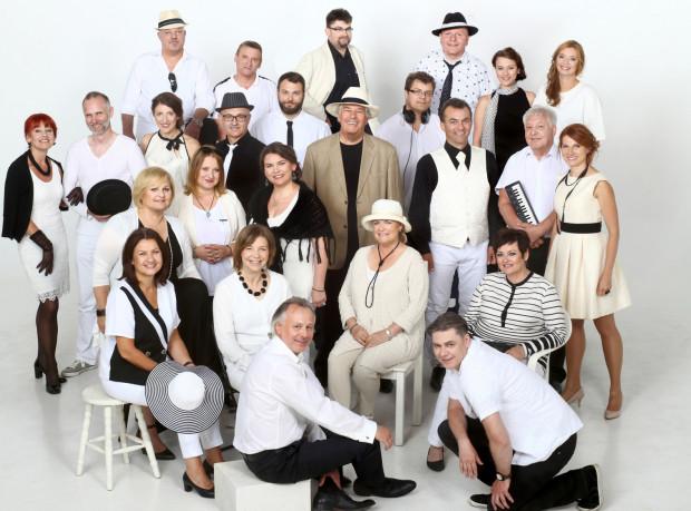 Polski Chór Kameralny został założony przed czterdziestoma laty przez Ireneusza Łukaszewskiego. Od 1983 roku chór pozostaje pod dyrekcją i kierownictwem artystycznym Jana Łukaszewskiego.