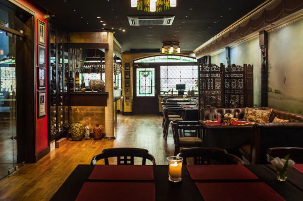 Wnętrze restauracji Villa Eva urządzone jest z dużym smakiem i wyczuciem stylu.