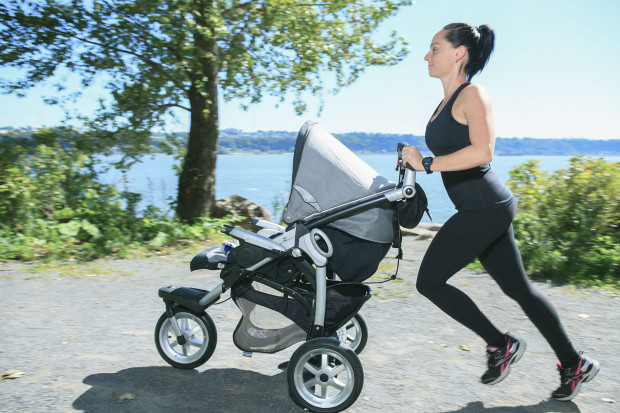 Aktywni rodzice wybiorą wózek biegowy, do joggingu, zazwyczaj to trójkołowiec z możliwością blokady przedniego koła.
