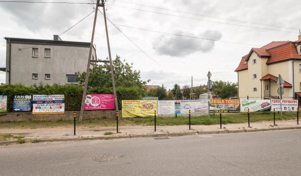 Za reklamy odpowiadać będą właściciele nieruchomości. Banery, jak na zdjęciu, są całkowicie niezgodne z zapisami uchwały.