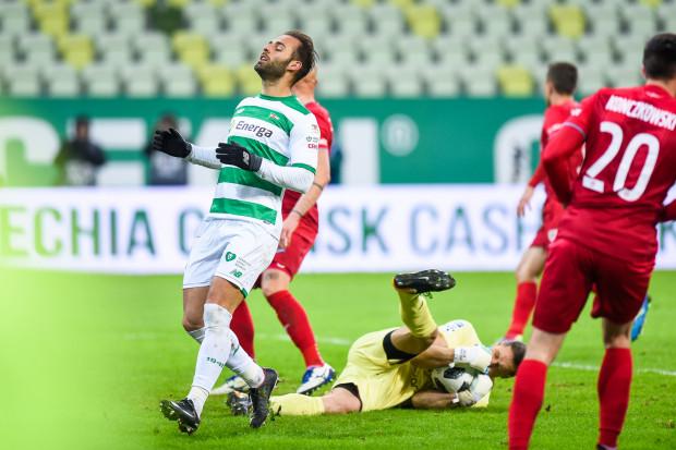 Z defensywy do ofensywy przeniósł się piłkarski problem Lechii Gdańsk. Ponadto szkoleniowiec obawia się, czy że niektórzy jego podopieczni nie radzą sobie z presją. Na zdjęciu Marco Paixao, który wiosną nie strzelił jeszcze gola, a jesienią zaliczył ich 14.