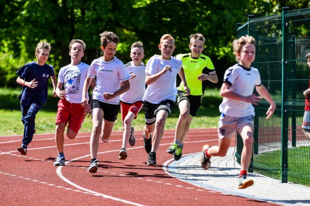 Zajęcia z lekkoatletyki prowadzi m.in. Zespół Szkół Sportowych i Ogólnokształcących w Gdańsku (Subisława 22). Szkoła ta może się poszczycić 26 olimpijczykami.