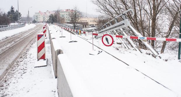 Ulica w tym miejscu jest zwężona, więc mieszkańcy dopytują o remont infrastruktury.