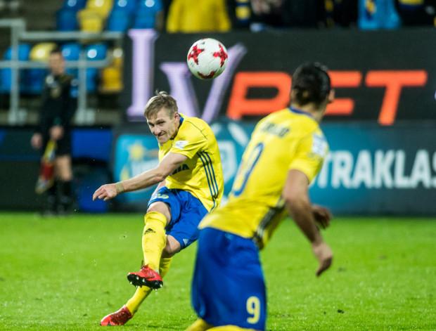 Siergiej Kriwiec strzelił jedynego gola dla Arki Gdynia w Krakowie. Jeszcze w doliczonym czasie Ruben Jurado (nr 9) miał szansę na doprowadzenie do wyrównania.