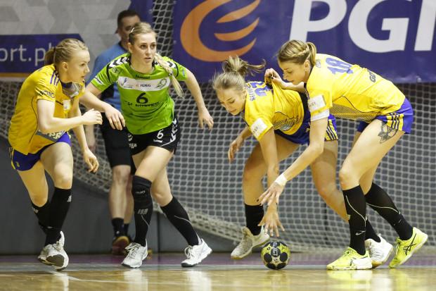 GTPR Gdynia uciekło 4. miejsce po sezonie zasadniczym, gdyż przegrał u siebie mecz z bezpośrednim rywalem - Energą AZS Koszalin. Na zdjęciu od lewej: Katarzyna Janiszewska, Paula Mazurek, Marta Śliwińska i Aleksandra Zych.