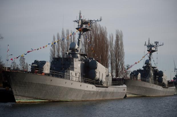 """Okręt rakietowy ORP """"Metalowiec"""" (na zdjęciu po lewej) został wycofany ze służby w 2013 r."""