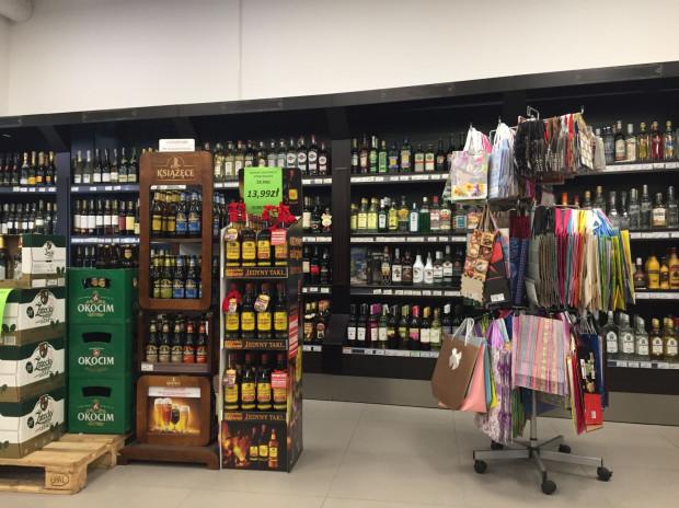 W środę alkohol w delikatesach w Galerii Metropolia można było kupić bez żadnych przeszkód.