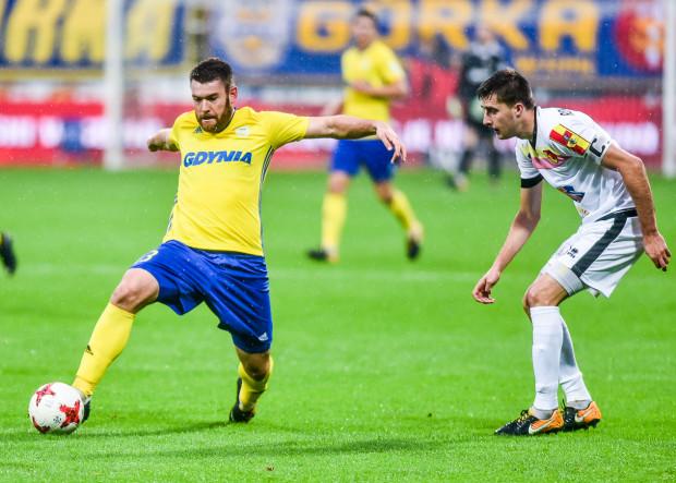 W sobotę Grzegorzowi Piesio (z piłką) przyjdzie się mierzyć m.in. z Tarasem Romanczukiem (z prawej), świeżo upieczonym reprezentantem Polski.