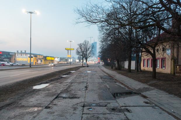Urbaniści chcą wprowadzić obsługę transportowej nowej zabudowy z drogi serwisowej biegnącej wzdłuż al. Grunwaldzkiej.