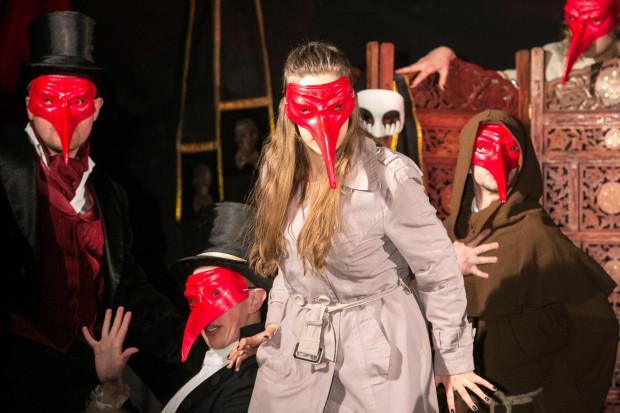 Kabaret Literacki 'Dom Zarazy' to pierwsza odsłona kabaretu w scenariuszu i reżyserii Marka Richtera oraz w wykonaniu artystów trójmiejskich scen. Debiutancki program wykonali aktorzy związani z Teatrem Muzycznym w Gdyni i Studium Wokalno-Aktorskim im. Danuty Baduszkowej w Gdyni.