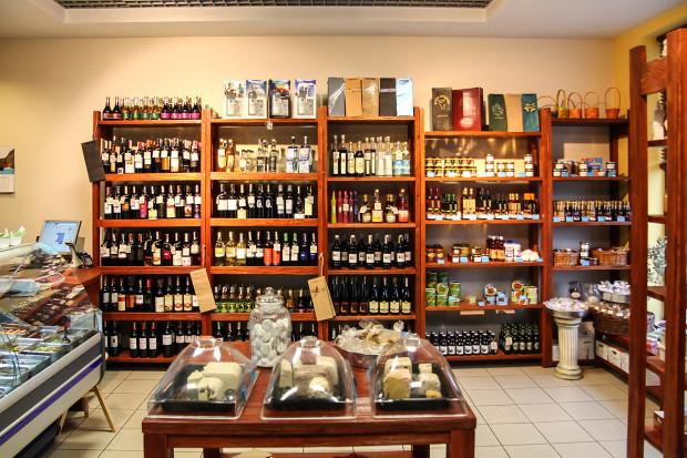 W delikatesach AGORA - Smak Grecji klienci znajdą sprowadzane z Grecji produkty najwyższej jakości.