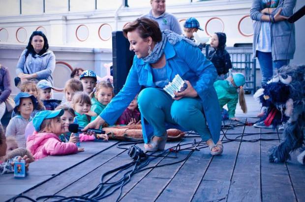 Kiedy artyści proszą, żeby zabrać dzieci ze sceny, często jest to podyktowane względami bezpieczeństwa. Wykonawcy, dla przykładu, lawirowanie między kablami pod napięciem mają opanowane. Dzieci już nie.