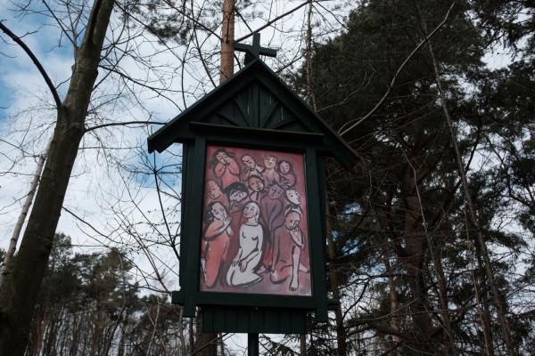 Stacja XIII: Uczniowie z Maryją oczekują w wieczerniku na Zesłanie Ducha Świętego