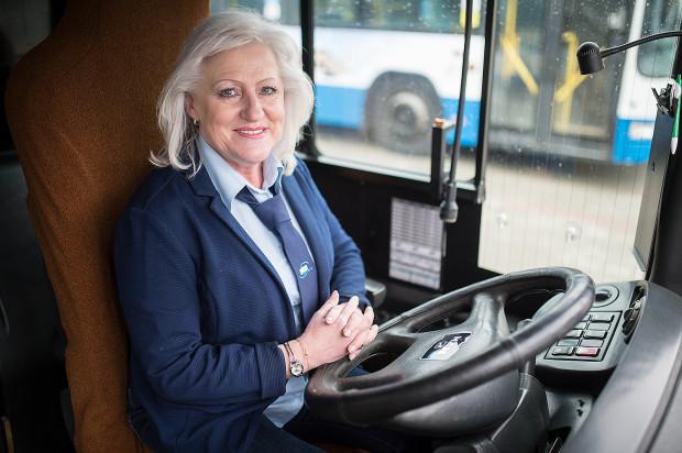 Pani Wiesława Fobke od zawsze marzyła o jeżdżeniu autobusami. Przez wiele lat pracowała zarówno na liniach miejskich, jak i międzynarodowych.