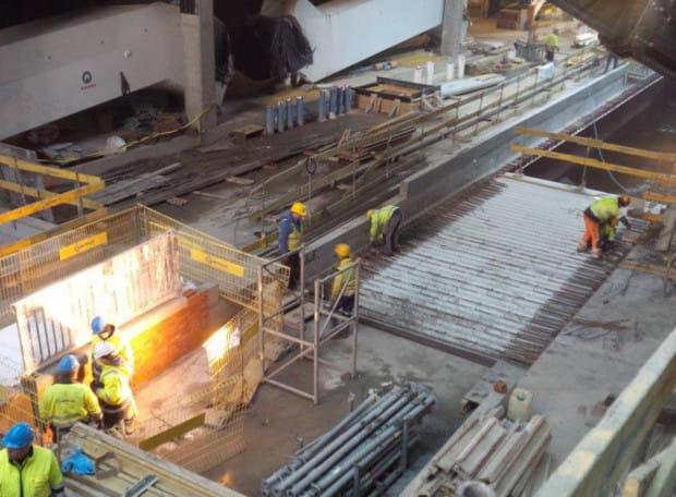 Ujawnione w styczniu zdjęcie pokazujące prace związane z podziałem koryta kanału Raduni.