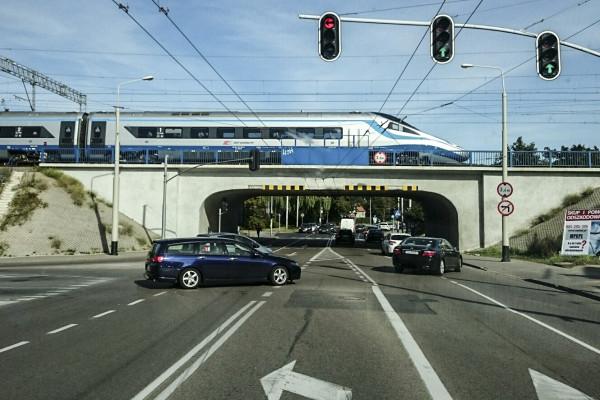 Pociągami pendolino do Warszawy jeździmy już prawie 3,5 roku. W tym czasie nigdy nie jechały one 200 km/h.