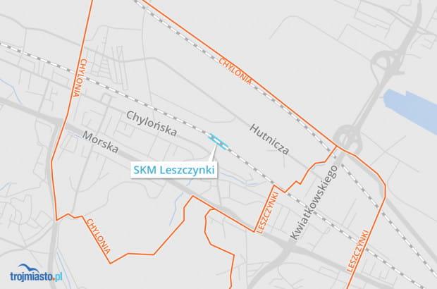 Przystanek SKM Leszczynki leżący w środku Chyloni.