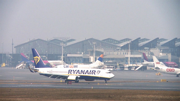 Dziennie z lotniska w Gdańsku korzysta ok. 12 tys. pasażerów.