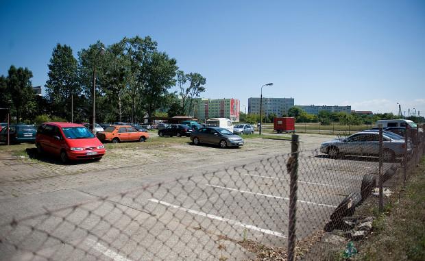 W miejscu starego parkingu na Zaspie, ma stanąć społeczna szkoła podstawowa.