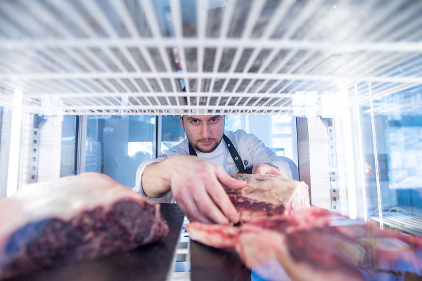 W Beef Bar Grobla nie tylko zjemy, ale i kupimy do domu wysokiej jakości steki. Natomiast w Ludovisku można zamówić i odebrać - albo zjeść na miejscu - ekologiczne jajka i steki z tuńczyka.