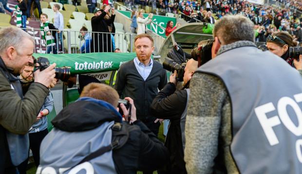 Piotr Stokowiec, trener Lechii Gdańs nawet jak jest w centrum zainteresowania, stara się zachować chłodną głowę. Tak było także po wygranych derbach z Arka Gdynia.