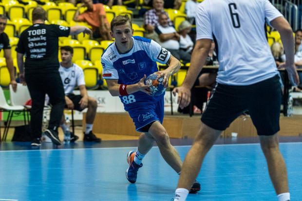 Marek Marciniak (z piłką) był drugim najlepszym strzelcem Wybrzeża po Adrianie Kondratiuku w środowym meczu z KPR.