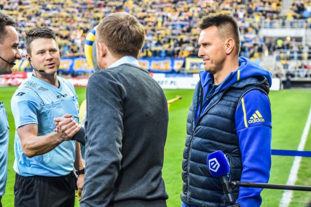 Leszek Ojrzyński (z prawej) po raz czwarty przegrał z Arką w derbach z Lechią. Po piątkowym meczu przeprosił kibiców i wziął odpowiedzialność na siebie.