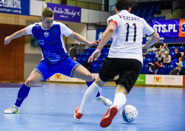 Piotr Wardowski (z lewej) i jego koledzy z AZS UG muszą zachować więcej koncentracji w obronie, by nie stracić kolejnych punktów w Futsal Ekstraklasie.