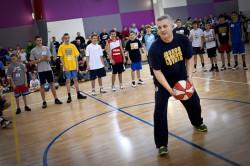 Aleksandras Kosauskas mówi, że koszykówka na Litwie jest jak religia. Teraz szkoleniowiec postara się, aby podobnie było w Gdyni.