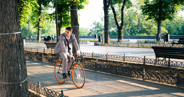 Wiosenna pogoda sprzyja dojazdom do pracy rowerem.